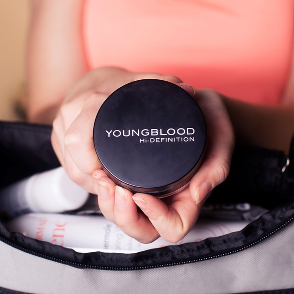 Youngblood Hi-Def Hydrating Mineral Perfecting Powder
